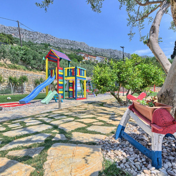 Kids and logistics, Villas with pool, holiday houses and hotels in Croatia - Charming Croatia