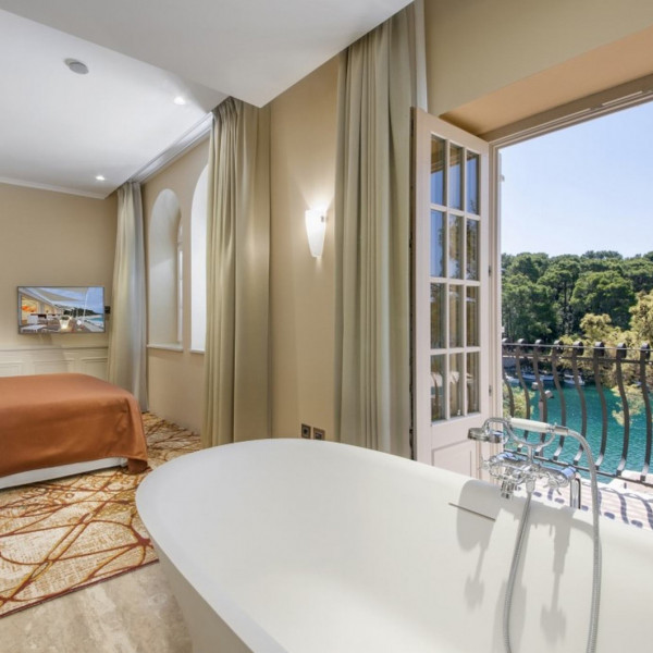 10-30 % off when you book Boutique Hotel Alhambra 5*, Villas with pool, holiday houses and hotels in Croatia - Charming Croatia